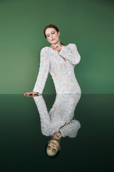 20190403 juliannemoore 1472 3 400 xxx q85